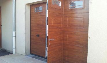 CARDET - 30350 - Pose d'une porte sectionnelle sur mesure avec portillon et motorisée