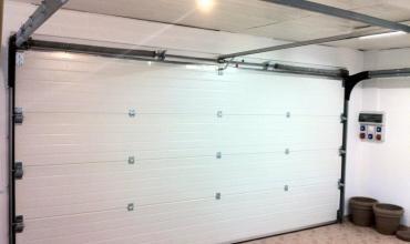 SAINT CHAPTES - 30190 - Installation d'une porte sectionnelle Alu motorisée
