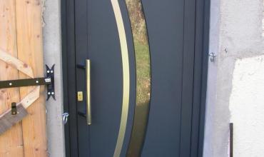 UZES - 30700 - Pose d'une porte ALU sur mesure en rénovation