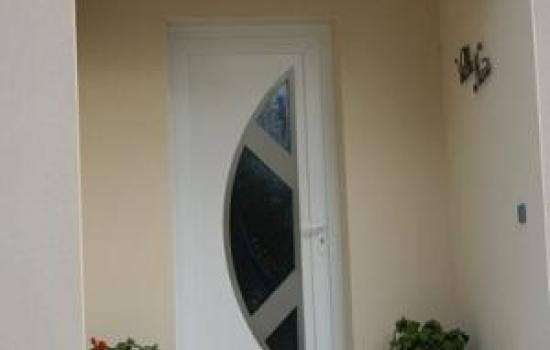 PORTE ENTREE PVC