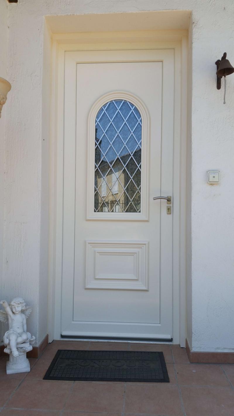Ales 30100 pose d 39 une porte d 39 entr e pvc vitr e sur mesure en r novation - Poser une porte d entree en renovation ...