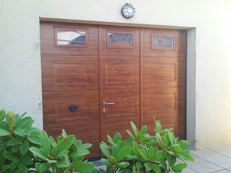 Quissac 30260 pose d 39 une porte de garage sectionnelle sur mesure avec portillon et motoris e - Pose d une porte de garage sectionnelle motorisee ...