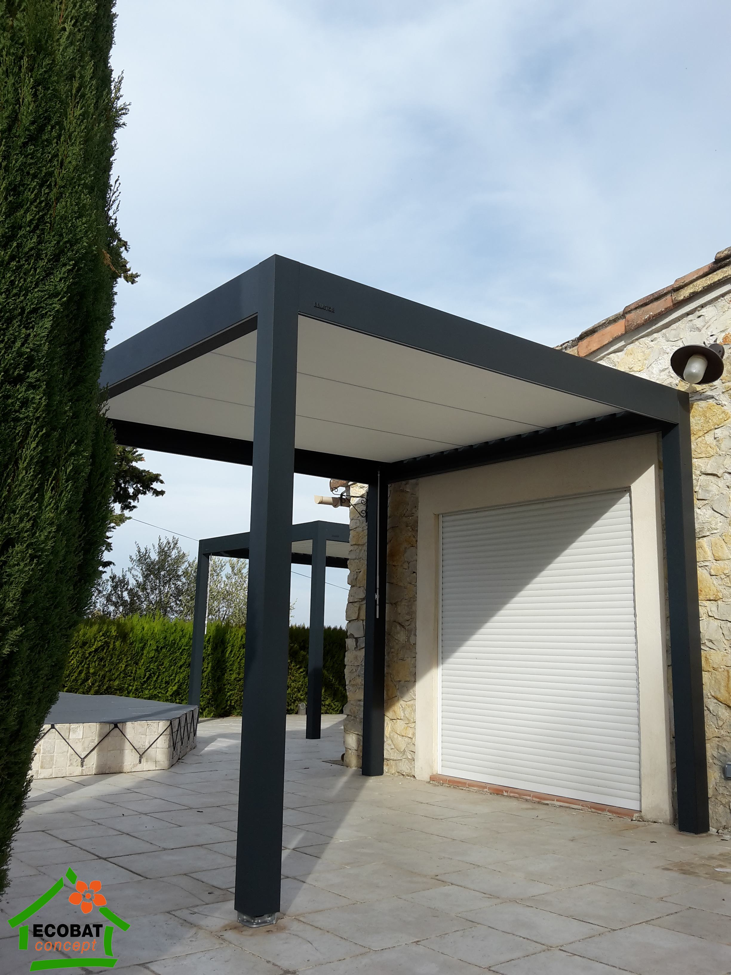 Dions pergola bioclimatique manuelle b150 vente for Toiture bioclimatique