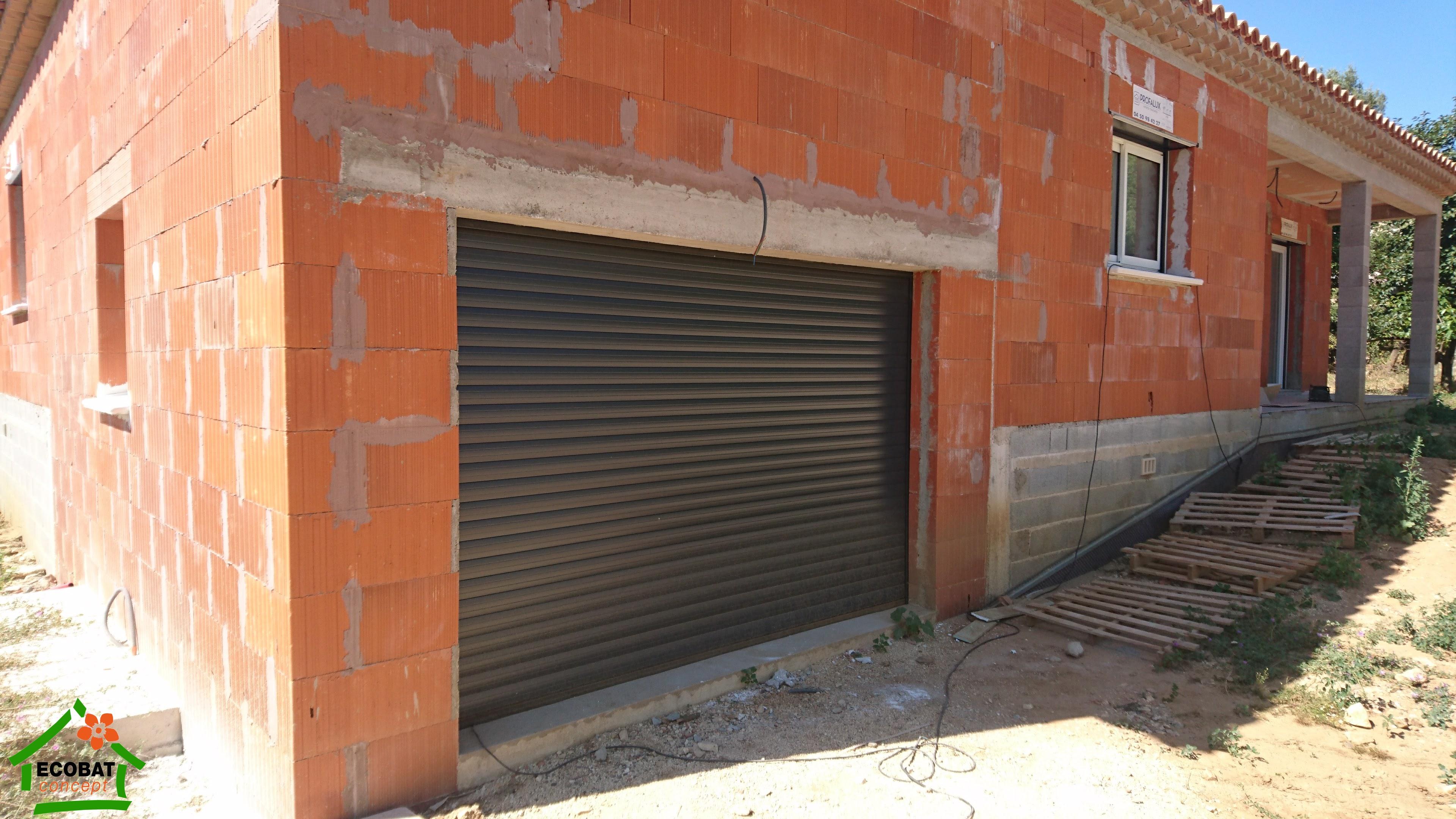 Boucoiran porte de garage enroulable achat portes de for Credit achat garage