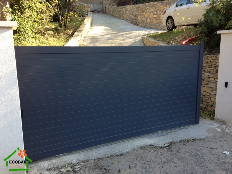 Nimes 30000 pose d 39 un portail aluminium coulissant motoris achat portails - Pose portail coulissant motorise ...