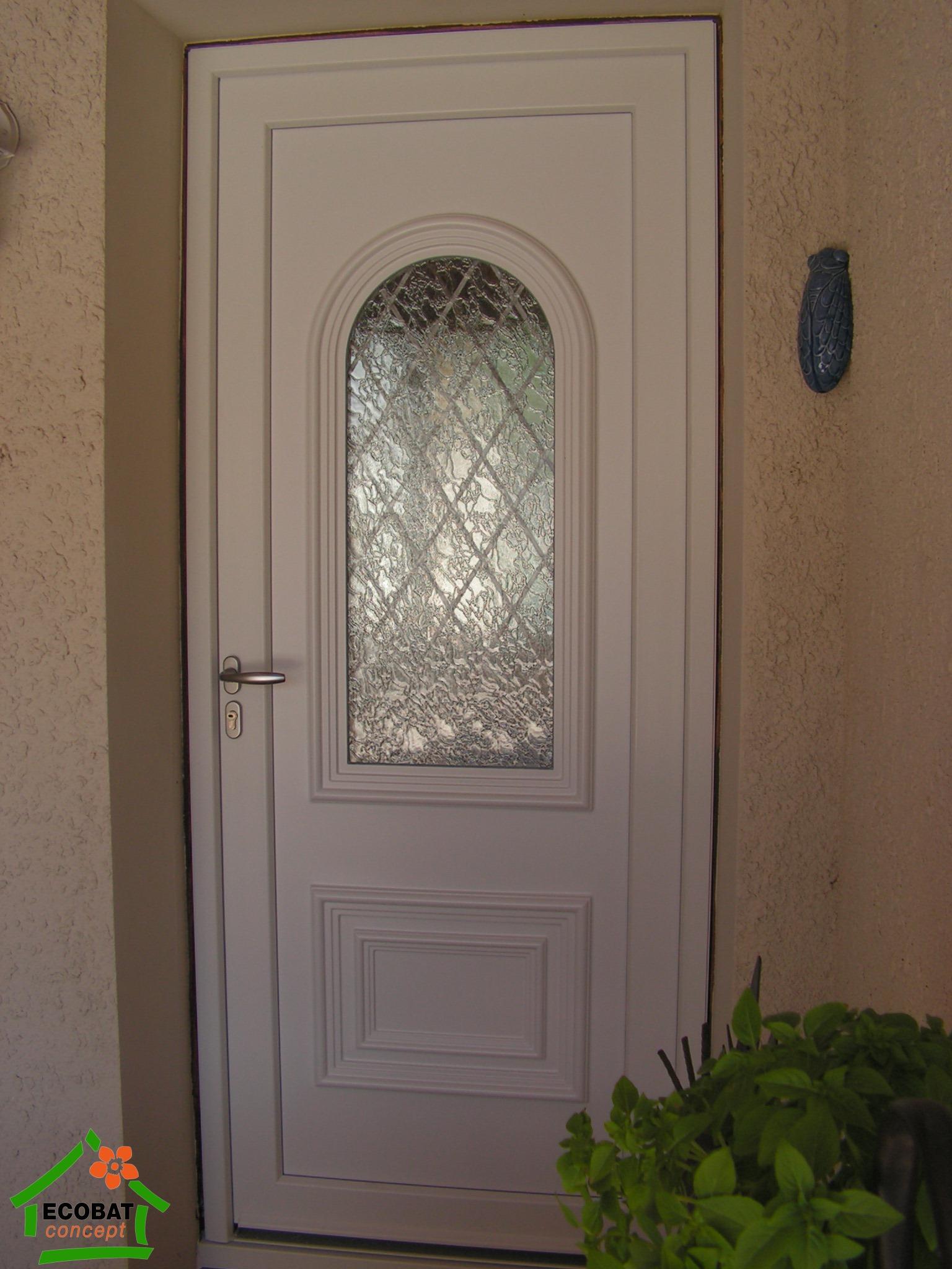 saint chaptes porte d entree pvc en renovation vente portes entr e pvc. Black Bedroom Furniture Sets. Home Design Ideas